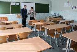 Фото с места событий - стрельбы в школе № 15. Шадринск, абрамов эдуард, лопатина алена, школьный класс, школьные столы