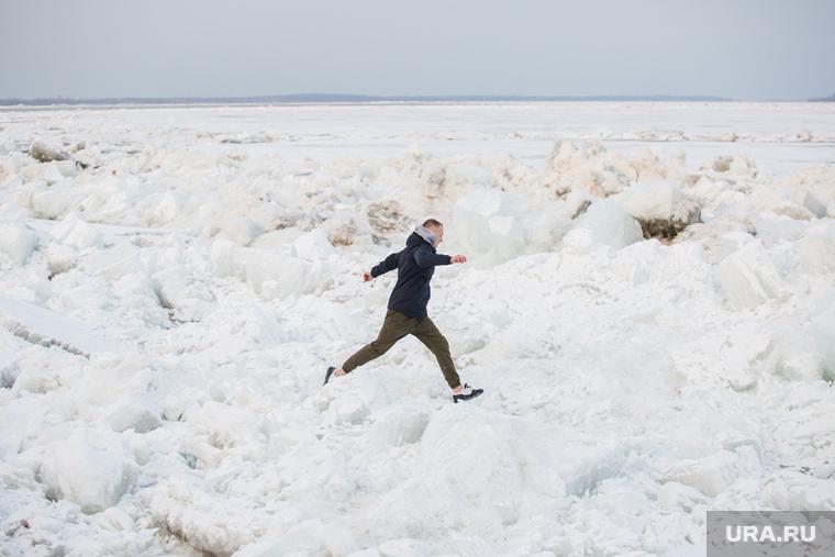 Ледоход на Оби. Сургут, лед, ледоход, обь, хождение  по льду