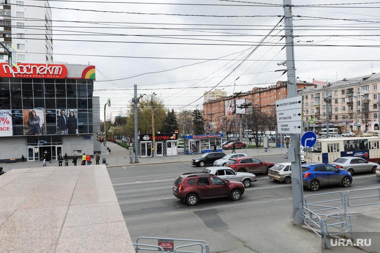 Указатель на перекрестке пр Ленина и ул Энгельса. Челябинск, перекресток у магазина проспект