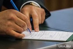 Пресс-конференция Якушева. 70 лет Тюменской области. Тюмень, записки, конспект, блокнот, пометки, руки