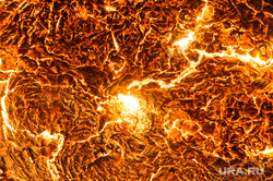 Цех проката широкой балки Нижнетагильского металлургического комбината. Нижний Тагил, жар, металлургия, раскаленный металл, огонь, солнце, шлак, лава, вулкан, солнечные пятна, пятна на солнце