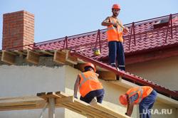 Рабочая поездка врио губернатора Свердловской области Евгения Куйвашева в Красноуральск, крыша, строители, мигранты, рабочие, кровля