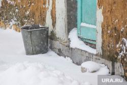 Деревяшки. Нижневартовск, зима, уличный туалет, ведро, заморозки, метель