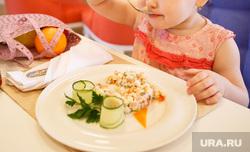 Полина в первом детском ресторане «Тридевятое». Екатеринбург, еда, ребенок