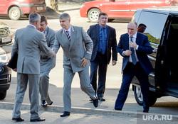 Глава РЖД Олег Белозеров в Челябинске, рукопожатие, белозеров олег, дубровский борис