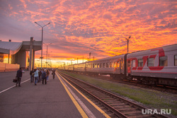Клипарт. Нижневартовск, вокзал, поезд, перрон, закат, вагоны, ржд
