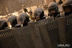 Евромайдан. Киев, снег, беркут, щиты, полиция, оцепление