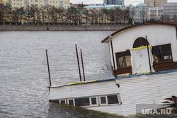 Затонувший кафе-кораблик. Екатеринбург, затонувший кафе-кораблик