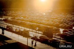 Клипарт. Екатеринбург, стоянка, дождь, зонты, солнце, закат, блики