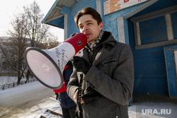Митинг против сокращения врачей и закрытия отделений в районной больнице. Село Уинское. Пермский край, барановский дмитрий