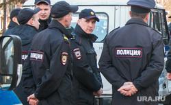 Несанкционированное шествие сторонников Навального у кинотеатра Россия. Курган