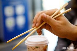 Прогулка со студентом из Китая Максимом Цао (Цао Лян) в поисках секретов китайской кухни. Екатеринбург, китайские палочки, палочки для еды, кафе макао