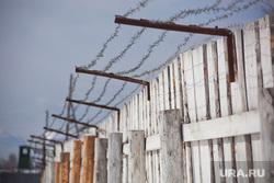 Музей тюрьмы.  Пермь-36, колючая проволока, забор, зона, ограждение, колония, лагерь