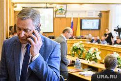 Комиссия по местному самоуправлению и внеочередное заседание гордумы Екатеринбурга, косинцев александр, говорит по телефону