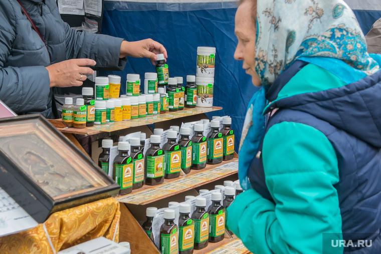 Продажа алкоголя на православной ярмарке. Курган, продажа бадов, бады