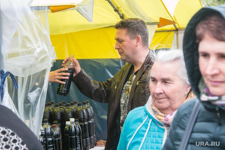 Продажа алкоголя на православной ярмарке. Курган, продажа алкоголя, вино, алкоголь