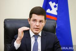 Дмитрий  Артюхов, заместитель губернатора ЯНАО по экономике. Салехард, жест, артюхов дмитрий, уровень