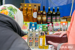 Продажа алкоголя на православной ярмарке. Курган, продажа алкоголя, вино, алкоголь, прилавок