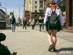 Первомайская демонстрация в Москве на Красной площади. Москва, попрошайка, школьница, нищая, пионерка, город москва, улица тверская, первомай, побирушка
