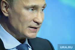 Владимир Путин на пленарном заседании форума ОНФ. Фото с экрана телевизора . Москва