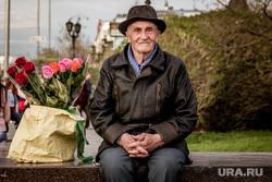 Клипарт. Екатеринбург, пенсионер, шляпа, розы, дедушка, цветы