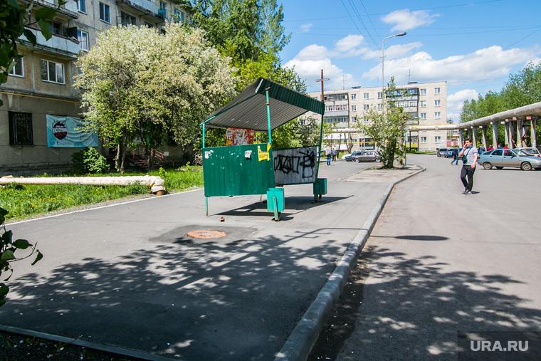 Сломанная остановка общественного транспорта. Курган, улица тимофея невежина, остановка общественного транспорта