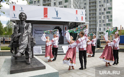 Торжественное открытие памятника актеру Георгию Буркову. Пермь , памятник георгию буркову
