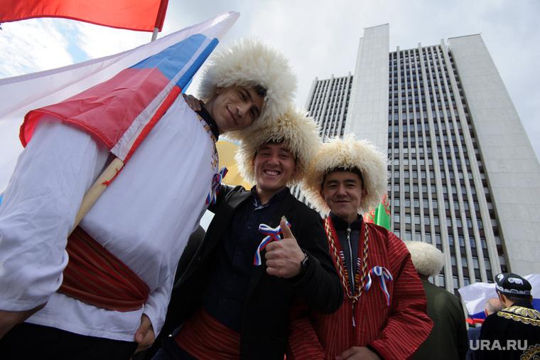 День России в Екатеринбурге, национальный костюм, горцы, папаха