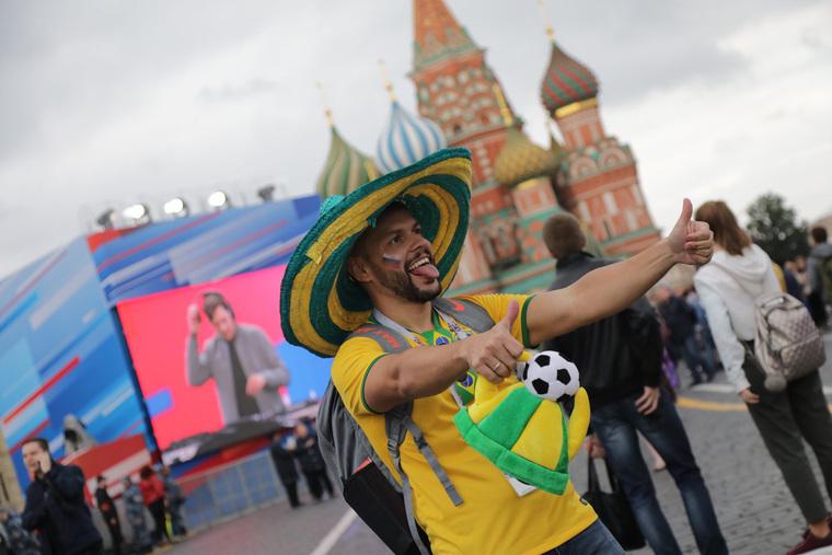 Вчесть чемпионата пофутболу наКрасной площади выступили мировые звезды
