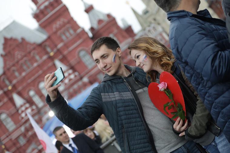 Путин посетил приуроченный кЧМ-2018 концерт звезд оперы наКрасной площади