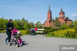 Виды города. Курган, храм александра невского, женщина с коляской, прогулка по парку, городской сад, город курган