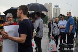 Стояние противников выхода фильма Матильда и молебен в Храме на крови. Екатеринбург, акция протеста