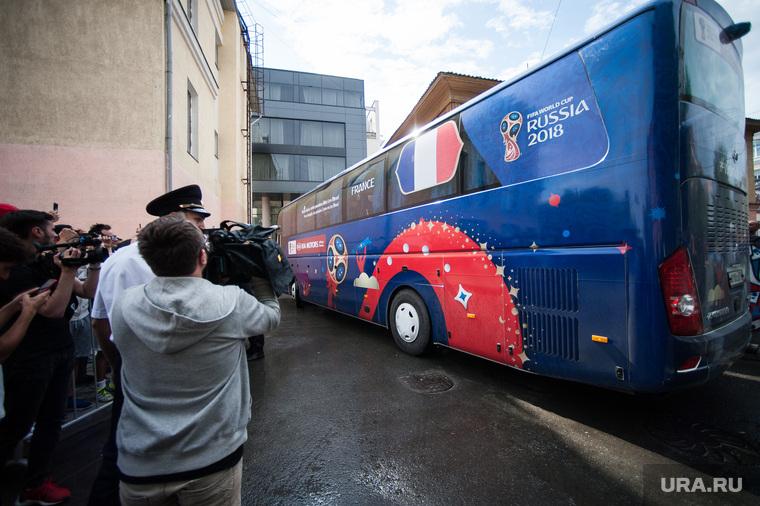 Прибытие сборной Франции по футболу в отель DoubleTree by Hilton. Екатеринбург