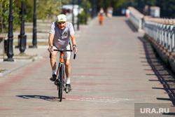 Жизнь Екатеринбурга в жару, пенсионер, фонтан, велосипедист, отдых горожан, екатеринбуржцы