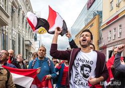 Иностранные болельщики в Екатеринбурге, крик, болельщики, тц пассаж, флаг египта, тц успенский, иностранцы, толпа