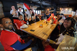 ЧМ-2018. Футбольные болельщики на улицах Екатеринбурга, футбольные фанаты, бар, флаг египта