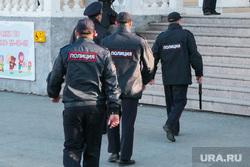 Несанкционированное шествие сторонников Навального у кинотеатра Россия. Курган, полиция