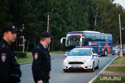 Приезд сборной Швеции по футболу в отель Ramada. Екатеринбург, автобус, полиция