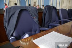 Заседание городской Думы. Пермь, дума, пустое кресло, депутаты, пиджаки