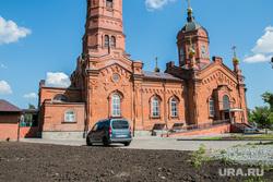 Парковка у храма Александра Невского. Курган, храм александра невского, парковка автомобилей