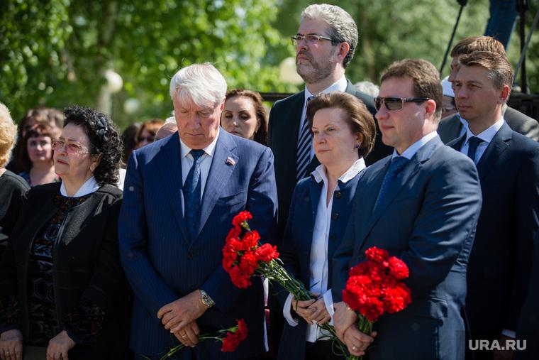 Митинг приуроченный к двадцатой годовщине трагической гибели мэра Нефтеюганска Петухова. Нефтеюганск, дегтярев сергей, сидоров александр, холманских игорь, комарова наталья