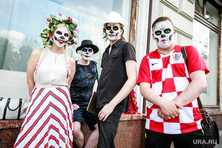 Праздник мертвых в Гостином дворе. Москва