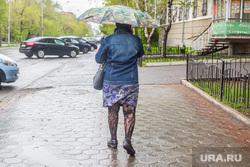 Разное. Курган, дождь, зонт, плохая погода, женщина с зонтом