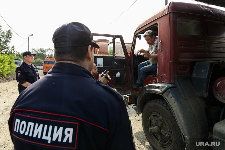 Рейд полиции и представителей Министерства экологии на челябинскую городскую свалку. Челябинск, полиция, рейд по проверке документов, грузовой транспорт