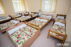 Визит губернатора ХМАО Натальи Комаровой в Сургутский район. Сургут, детский сад, кровати, спальня