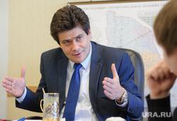 Интервью с Александром Высокинским. Екатеринбург, высокинский александр, жест двумя руками
