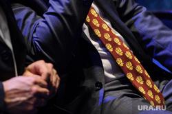 Вручение премии «Человек года 2017». Екатеринбург, аксессуар, галстук, дресс код, герб  россии