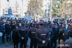 Несанкционированное шествие сторонников Навального у кинотеатра Россия. Курган, оцепление, полиция, несанкционированный митинг