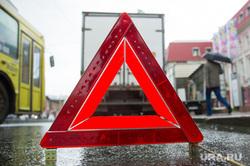 Знак аварийной остановки. Екатеринбург, знак аварийной остановки, дтп