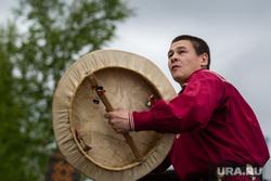 Состязания в гонках по гребле на обласах - традиционных лодках народов Севера. Сургут, ритуал, ханты, кмнс, шаман, танец с бубном